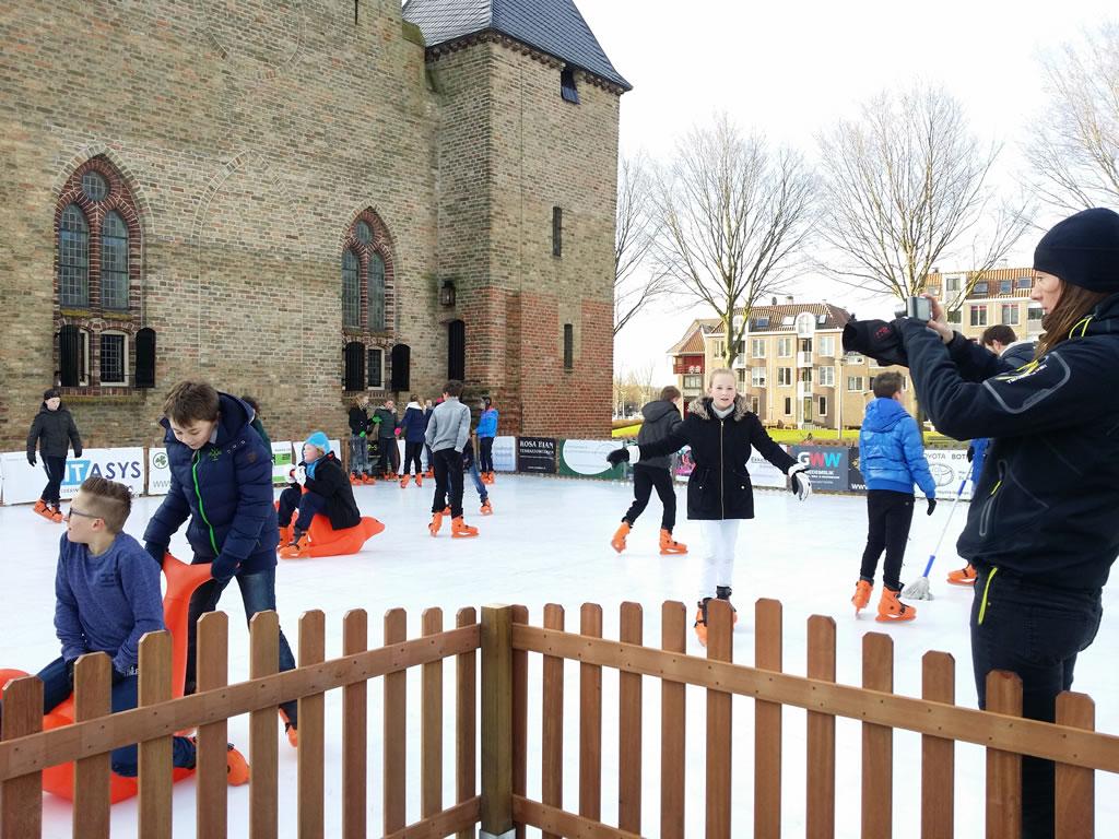 Spandoeken sponsors schaatsen op het plein