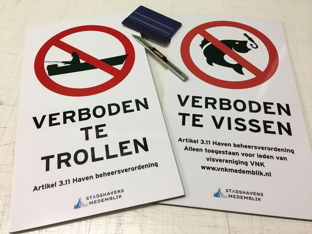 PC Reclame - Stadshavens Medemblik verboden te vissen bordjes