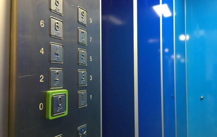 VZB Vastgoed - liften in Purmerend kleur geven