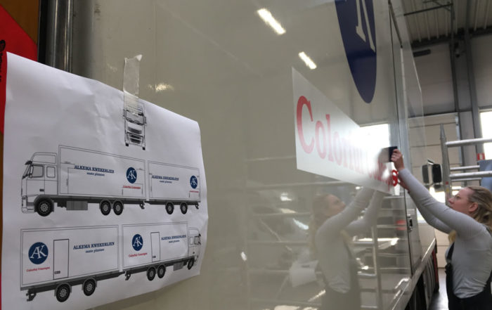 Belettering vrachtwagen en aanhanger van Alkema kwekerijen