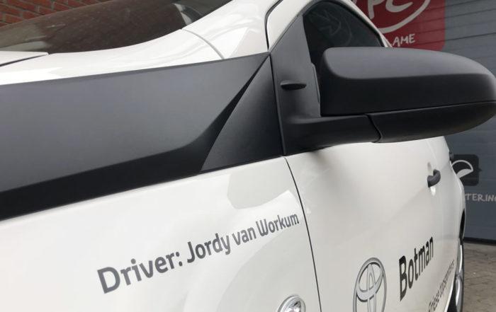 Toyota Botman - Aygo Jordy van Workum voorzien van vinyl.